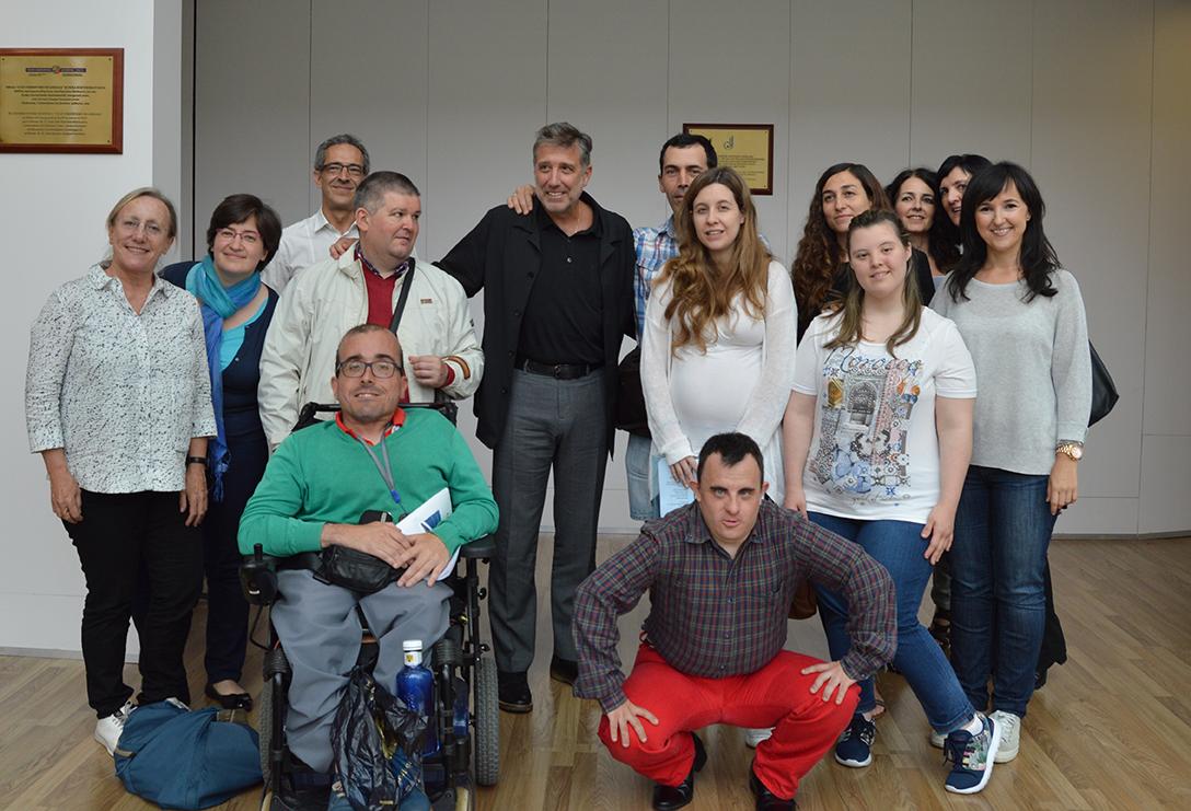 Emilio Aragón con los participantes en Mosaico de sonidos